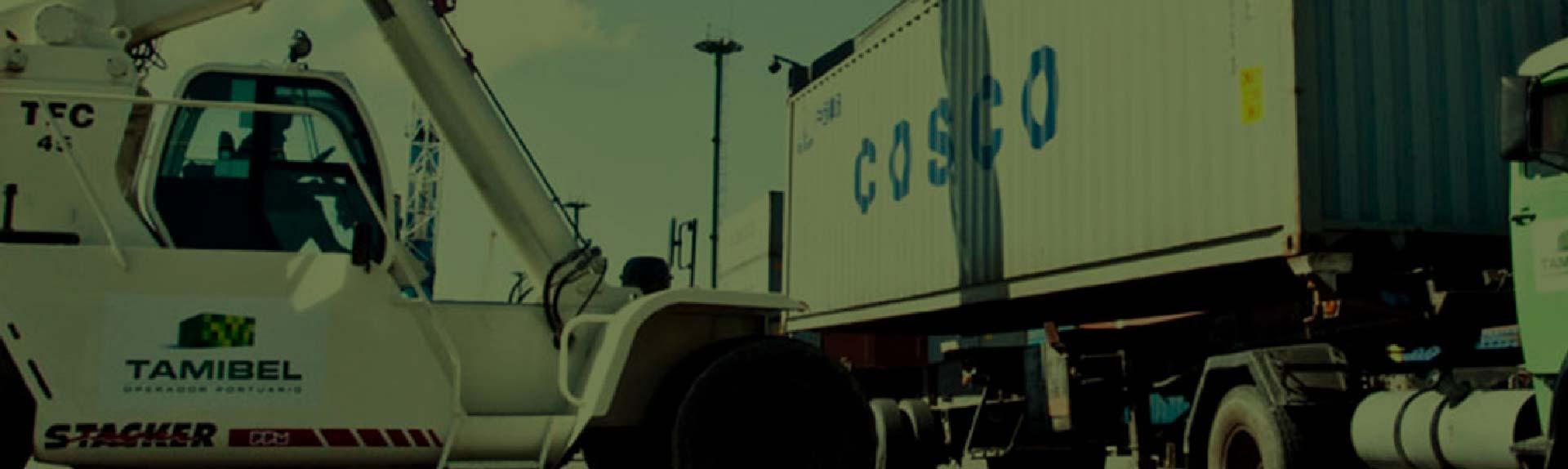 transporte de caño en camión